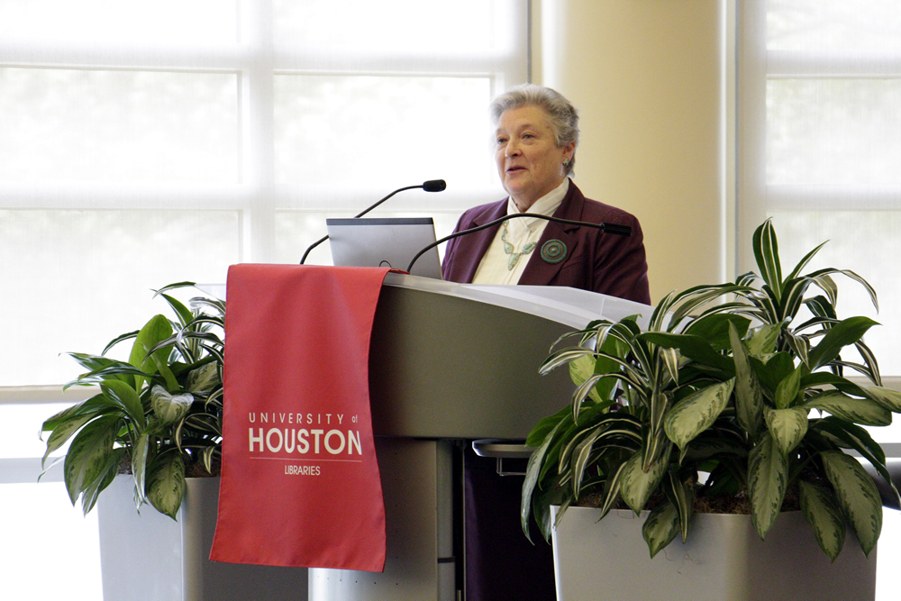 Dean Dana Rooks speaks at the UH Libraries 2015 Staff Awards.