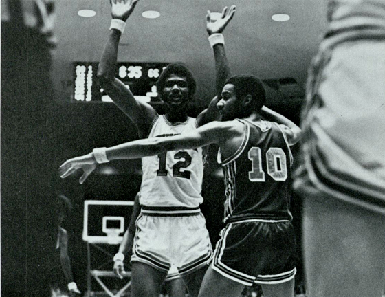 Jones awaits the inbound pass (Houstonian, 1973)