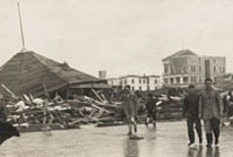 Murdoch's Bath House Wreckage, 1915